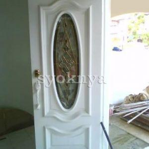Pintu Kayu Cermin Depan Rumah