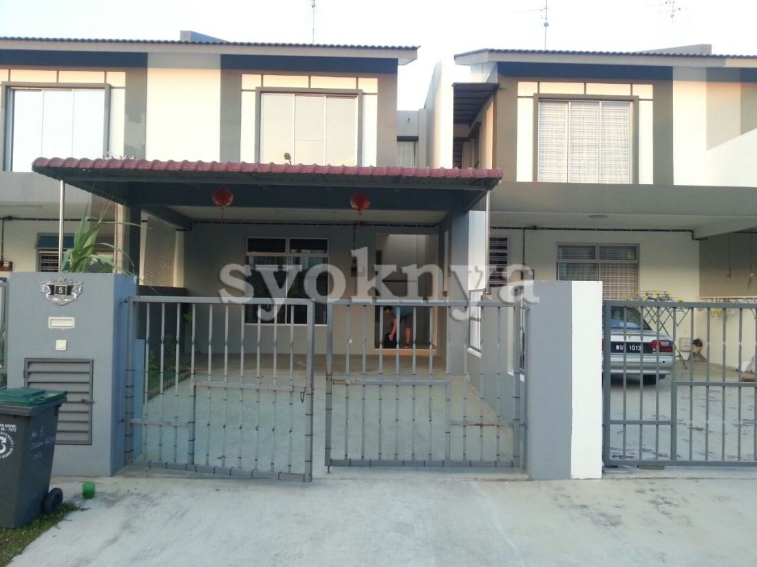 Rent 2 sty house at bukit indah 2 for rent for I kitchen bukit indah
